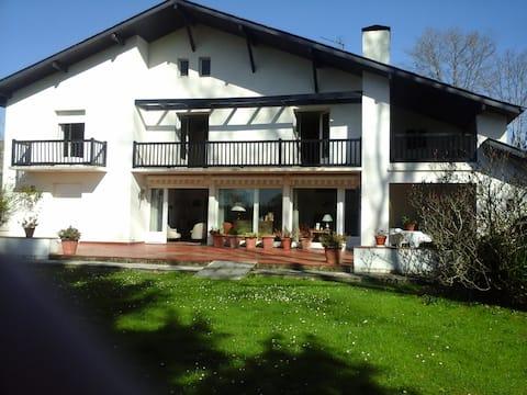 Grande maison de 320 m2 avec spa relaxant