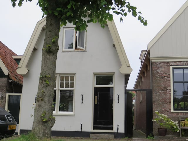 Nice family house with garden close to Amsterdam