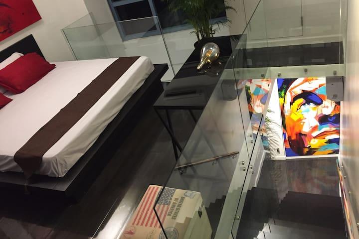 Modern Loft  - Greenbelt-King size Bed-WIFI 10Mbps
