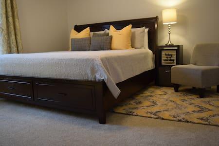 3 Bedroom, 2 bath Corporate beauty off Harbison