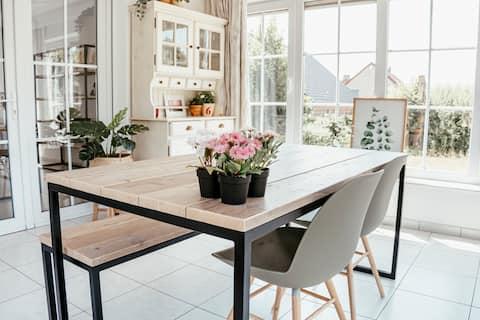Ruime, lichte woning met prachtige veranda en tuin