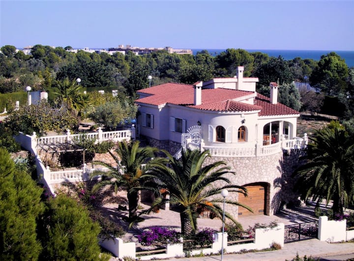 Villa with 3 bedrooms in Ampolla, with wonderful sea view, private pool, furnished garden