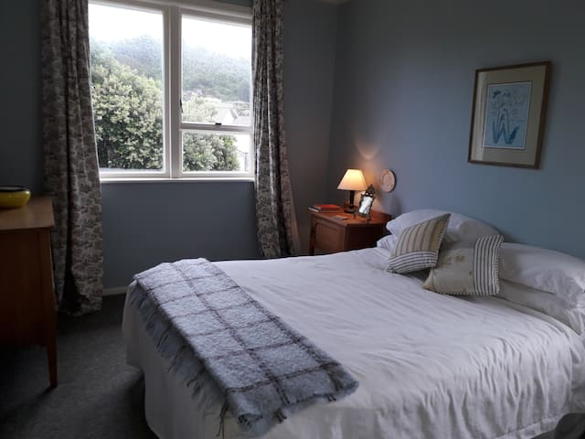SEATOUN SANCTUARY - great for holiday or business!