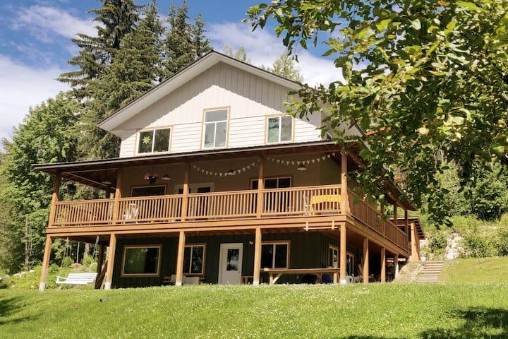 Bright & Private Garden Suite. Bike & Trail Access