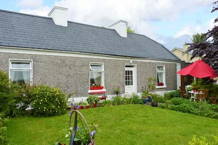 Katie's Cottage, quiet rural setting in Cranny