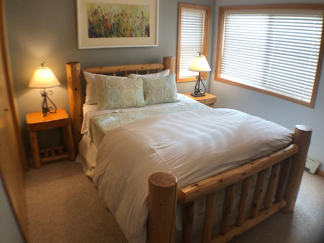 ★ Walk to Skiing ★ Lone Pk View | Fireplace | 2 BR