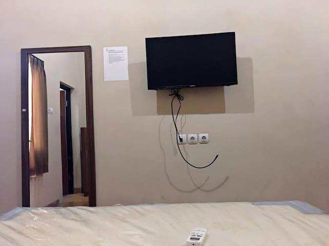 "LED TV 32"""