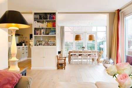 Lovely family home nearby beach  - Muiderberg - Haus