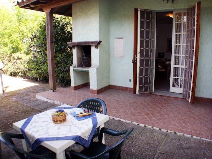 Villetta p. terra vicino al mare c/doppio giardino