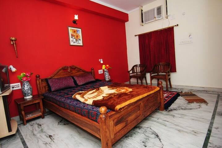 Rukkmani Guest House