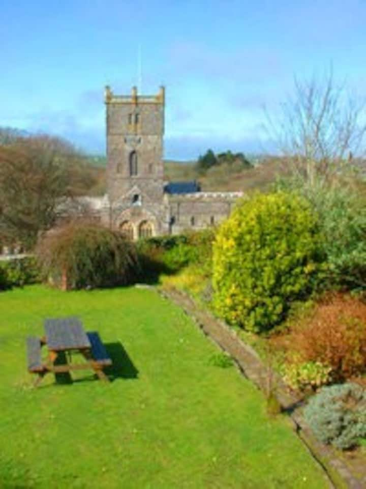 A beautiful cottage in St Davids with 2 car spaces