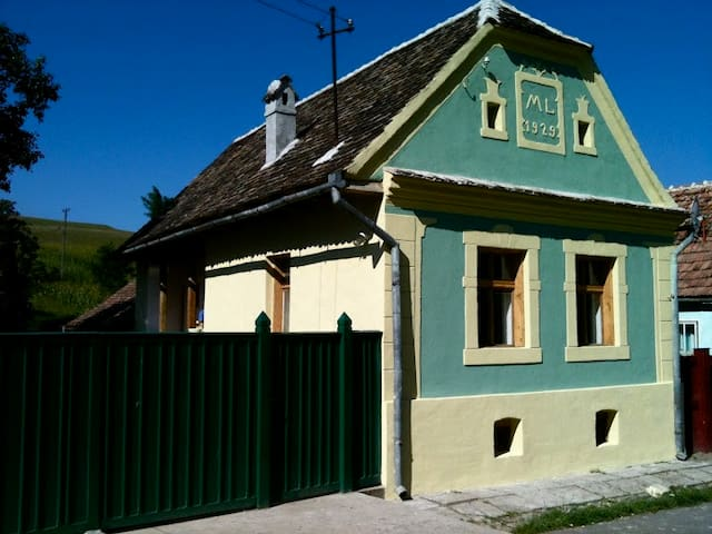 Lovingly Farmhouse in Transylvania - Cund - Huis