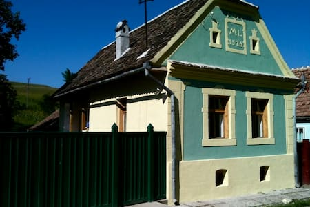 Lovingly Farmhouse in Transylvania - Cund