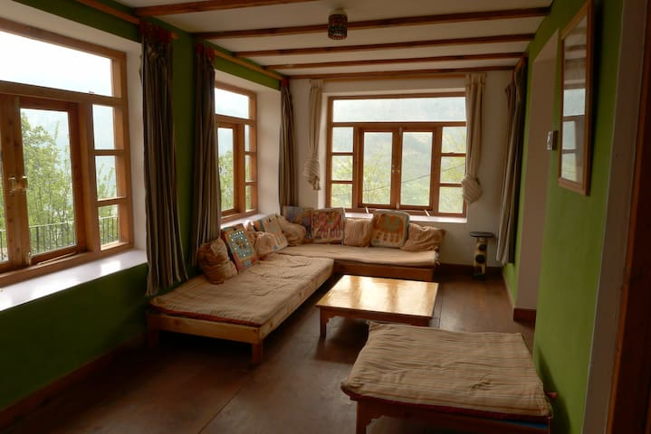 HIMALAYAN HOME HIGH ABOVE VASHIST. -  Manali  - House