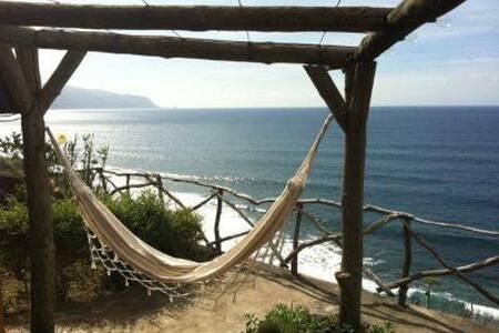 Regatos Cottage - Peacefull place - Sao Vicente - 独立屋