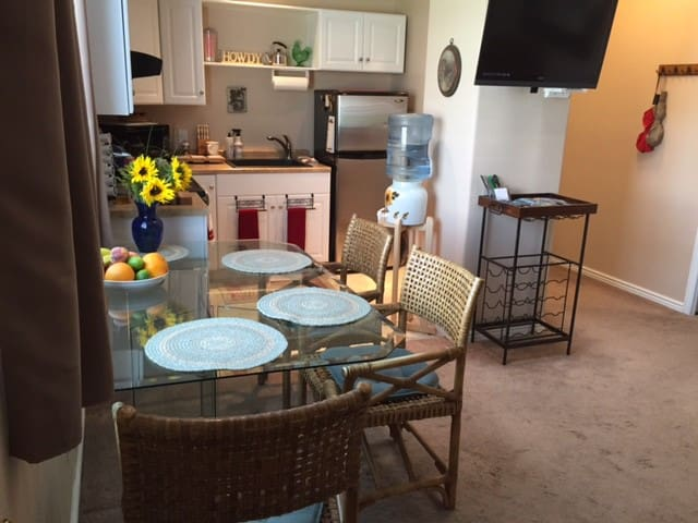 Private pet friendly apt w/ garage for skis & car - Bluffdale - Apartamento