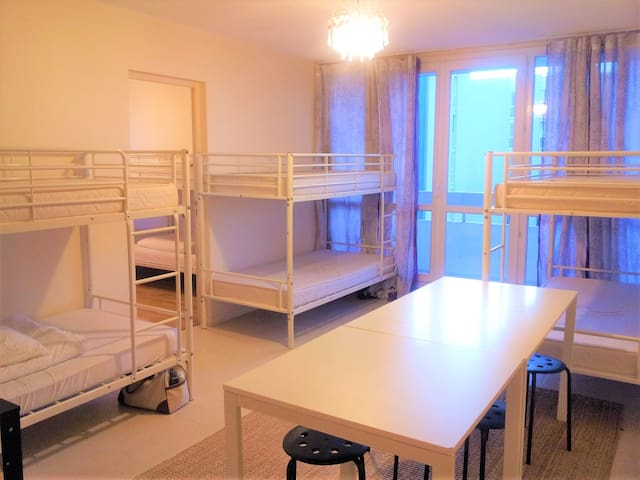 COZY  6 Bunk bed  Hostel Style  - Picasso Room D