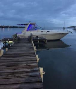 Yate en una impresionante Marina - Cabo Rojo - Hajó