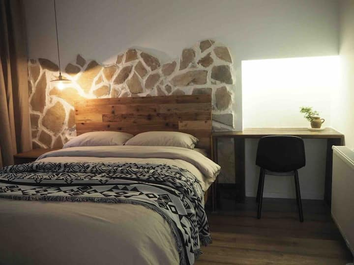 石壁原木两室一厅家庭套房 亲子套房 标间加大床房 免费接送