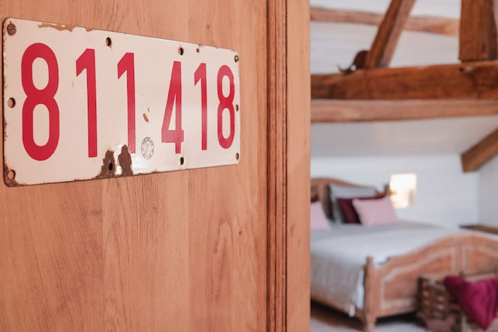 The Room (Phone number hidden by Airbnb) m² (Breakfast offered)