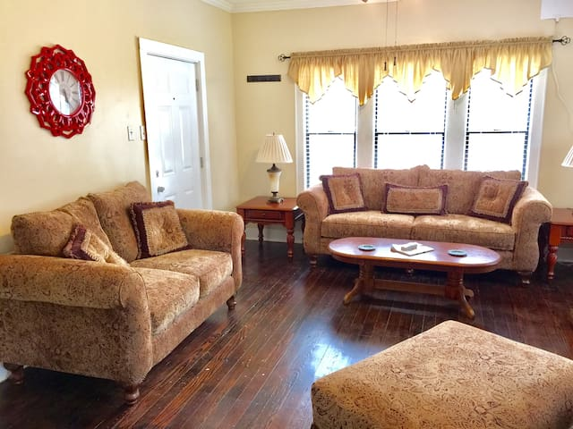 3 Miles to Magnolia, Baylor, 3BR Home with WIFI!