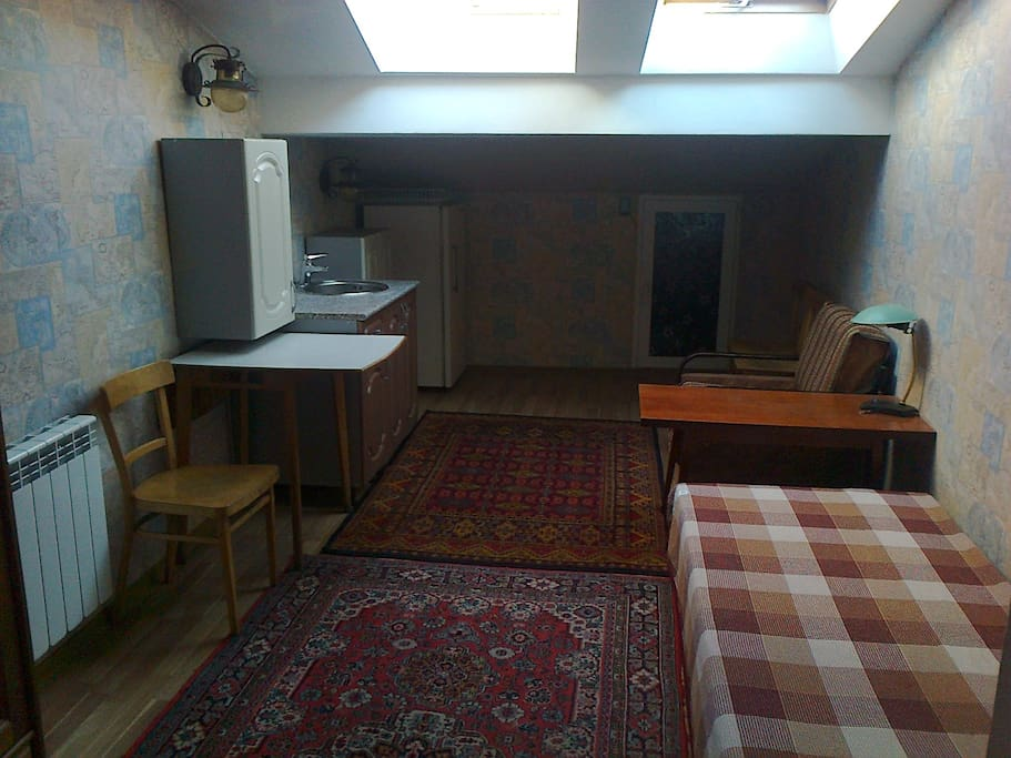 The spacious attic room perfectly suites one guest. Good for a long-term stay