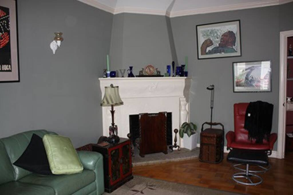 living room with non-working fireplace.