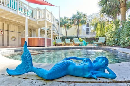 The Salty Mermaid Cottage ★ Private Pool/Hot Tub ★