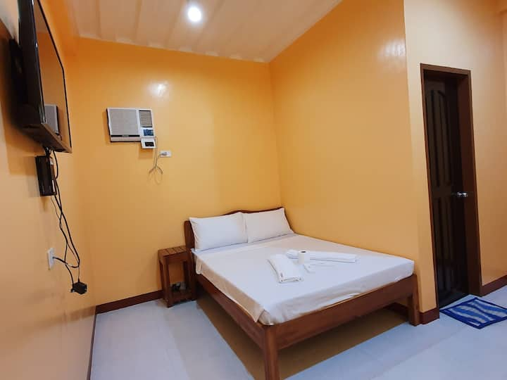 AMARAV Pension, Double Bedroom w/ Private Bathroom
