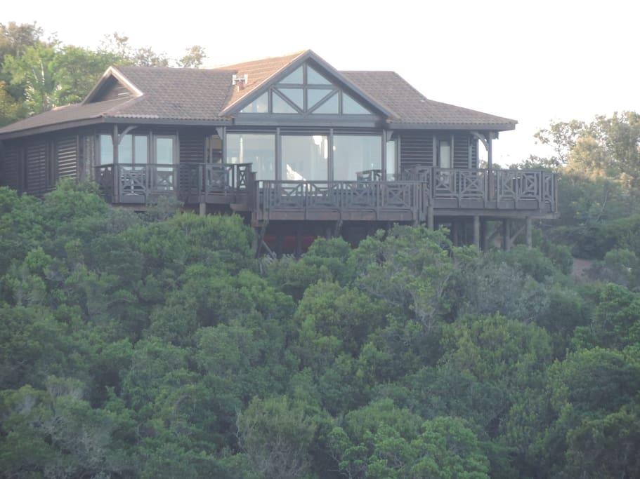 Home no 24 - 3 bedroom tucked in fynbos on cliff overlooking bay