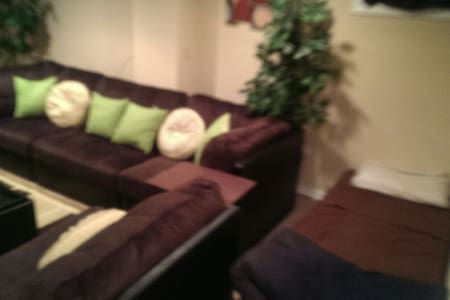Studio bedroom w/private full bath! - Independence
