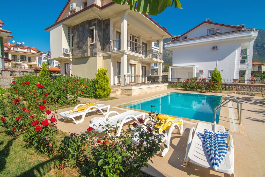 Opal villa 1 villas for rent in l deniz mu la turkey for Villas opal