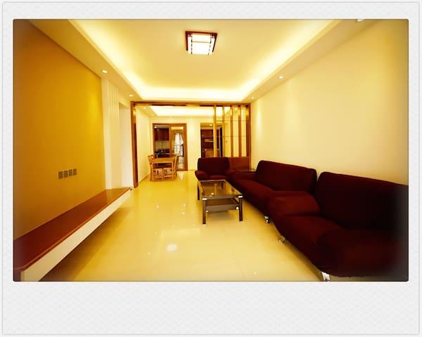 南沙高层海景套房,四室两厅二卫一厨可从具有现代感洋房中观看日出和海景。
