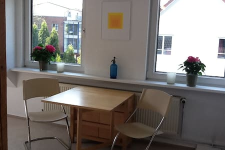 Wunderschöne DG Wohnung - Flintbek - Lejlighed