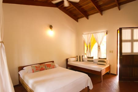Private Rooms, 1 minute from beach. - Nosara