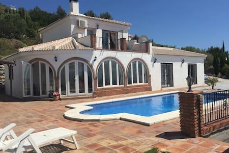Luxurious villa with heated pool & mountain views - Cómpeta