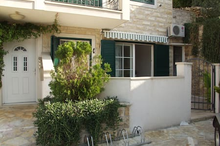 Charming Apartment on Island Brac   - Splitska - Daire
