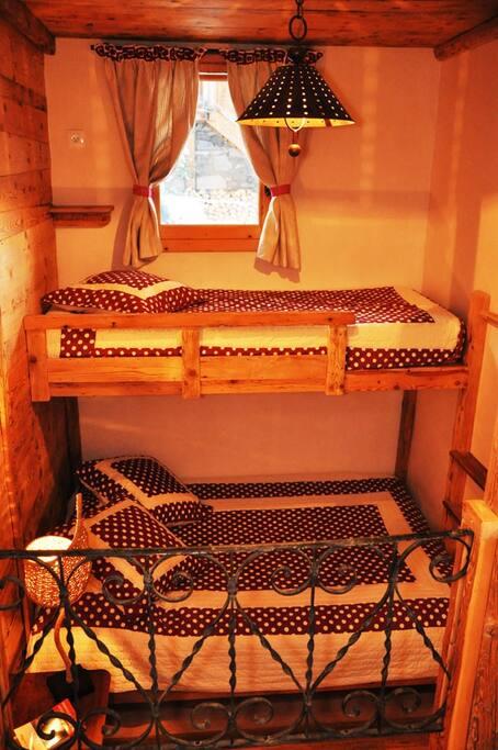 chambre (1 lit 140 cm + 1 lit 80cm)