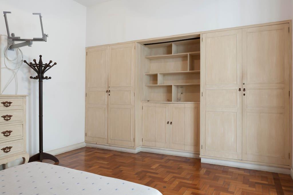 Closet in Bedroom 01