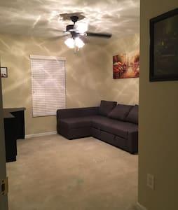 Cozy sofa bed, minutes from Disney! - Orlando