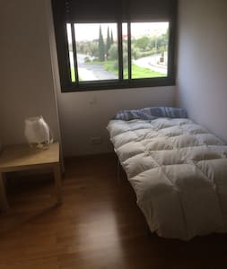Bright single room next to the centre of Seville - Camas