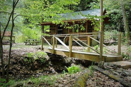 Windy Corner cabin at Torrent Falls - Slade - Cabaña