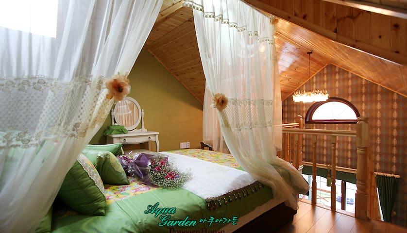 Aqua Garden room with Bubble Spa!