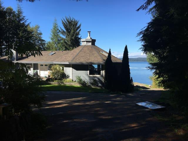 Hyde Creek Manor