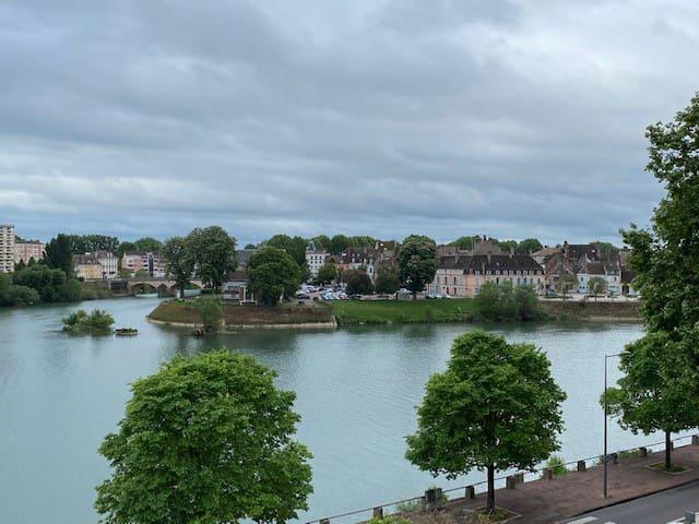 F2 de 60m2 - Bord de Saône - Quartier historique