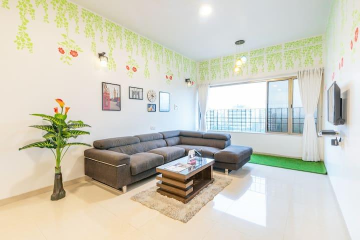 Bandra 4 bedroom - posh locality