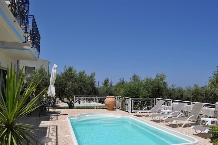 Nefeli villas - Blue house with private pool