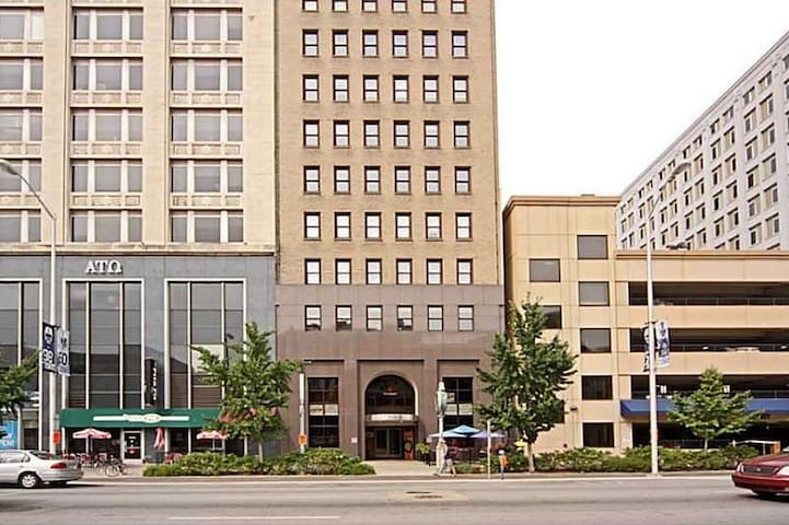 2BD, 2 BA Condo in Downtown Indy! - Indianapolis - Condominium
