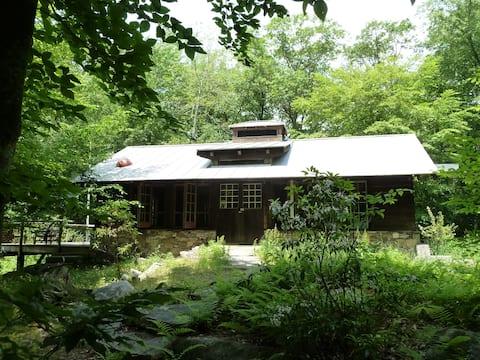 The Solar Cabin at Sticks and Stones Farm