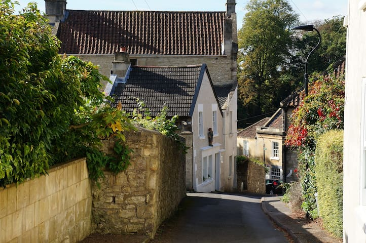 19th Century Cottage on the Cotswold Way in Bath